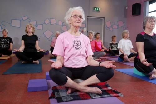 jean-dawson-yoga-sukhasana-500x333